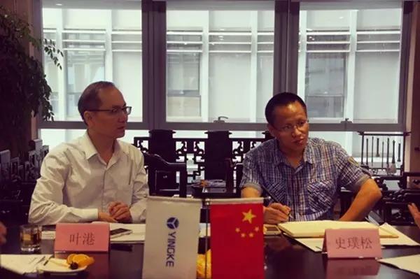 图为广东省律协秘书长叶港,副秘书长史璞松